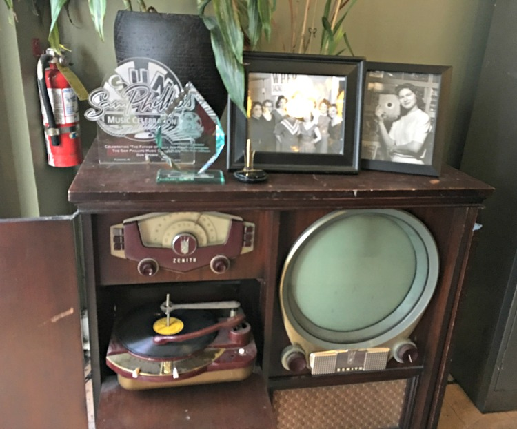 original-turntable-sun-record-studio-memphis-not-just-paper-and-paint