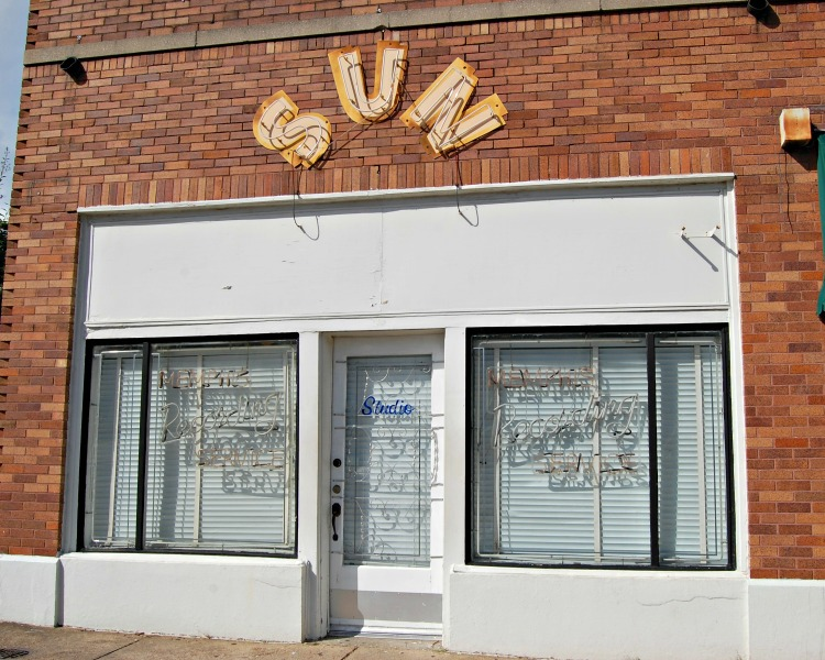 sun-studio-entrance-memphis-not-just-paper-and-paint