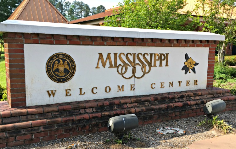 Mississippi welcome center and sign