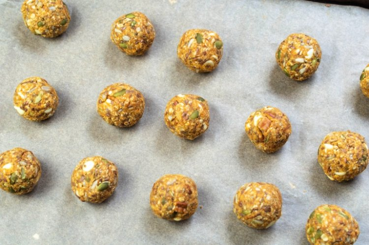 Easy and Delicious Pumpkin Spice Energy Balls my home and travels formed balls