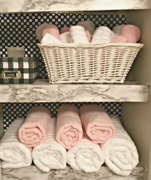 rolled washcloths in closet - simple wire shelving hacks!