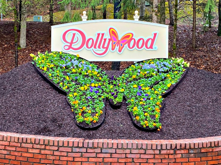 attractions of pigeon forge my home and travels dollywood
