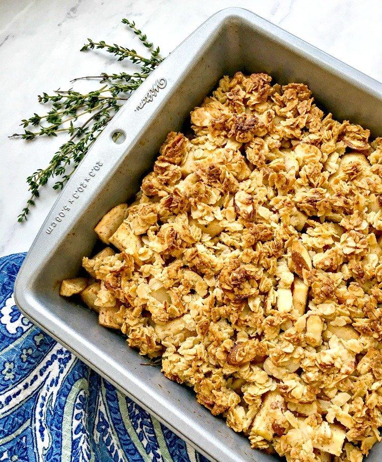 baked cinnamon apple crisp add topping before baking