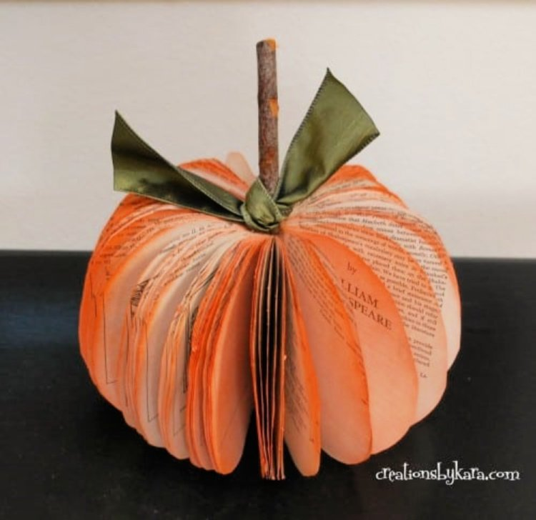 great-diy-fall-decor-ideas-my-home-and-travels pumpkin from page