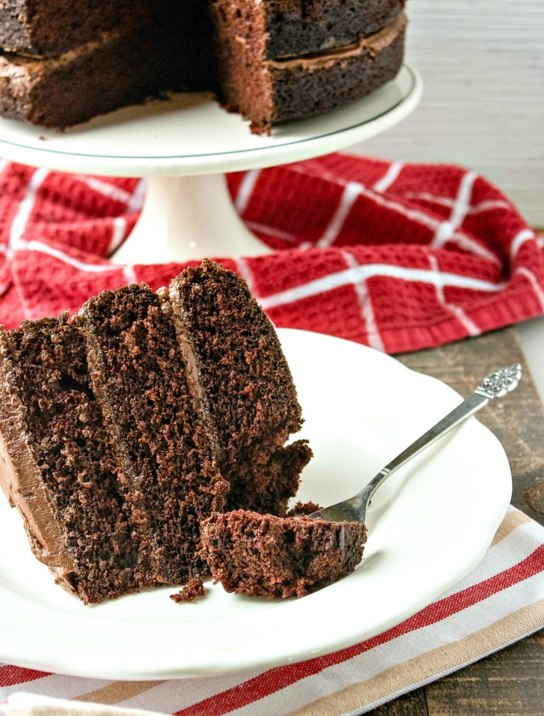 chocolate-layer-cake-recipe-pinterest-my-home-and-travels cut layer