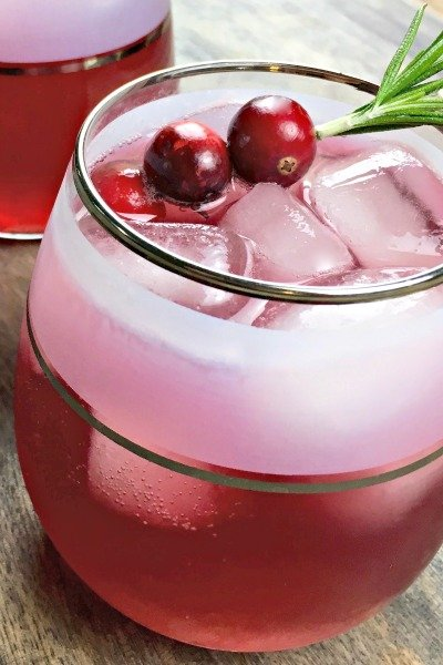 spicy infused cranberry spritzer featured glass image