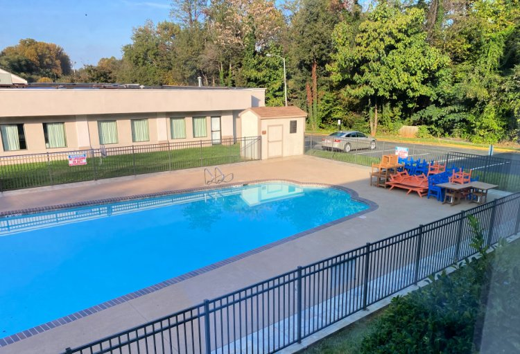 comfort-inn-monticello-charlottesville-my-home-and-travels pool