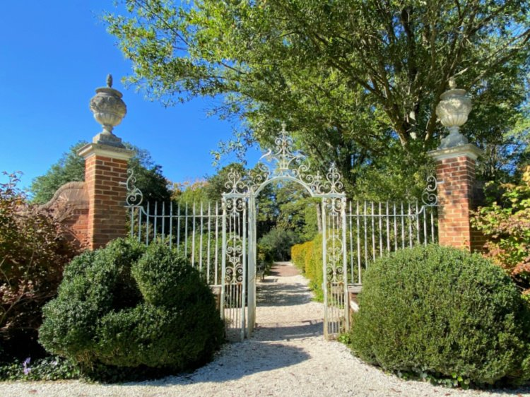 visit-to-williamsburg-my-home-and-travels governors mansion garden gates