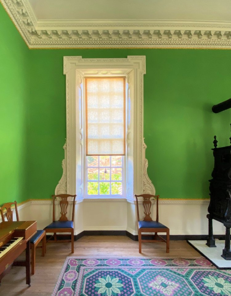 visit-to-williamsburg-my-home-and-travels governors mansion green room