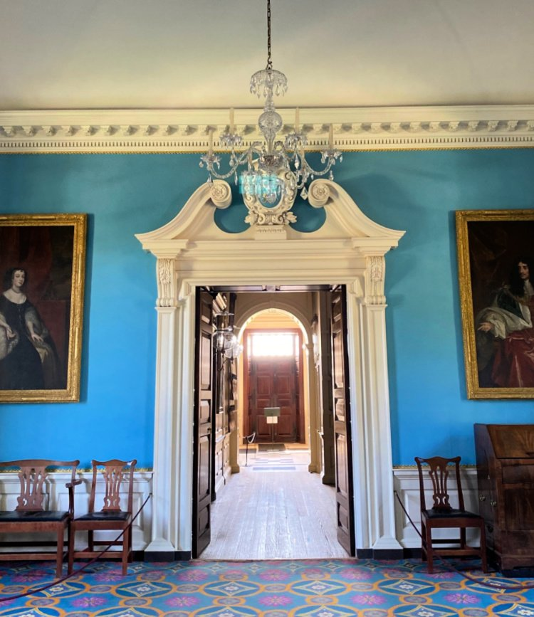 visit-to-williamsburg-my-home-and-travels governors mansion hallway