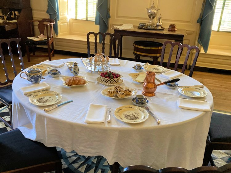 visit-to-williamsburg-my-home-and-travels-gov mansion dining