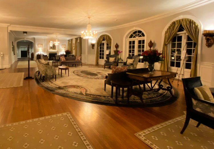 visit-to-williamsburg-my-home-and-travels-inn-lobby area