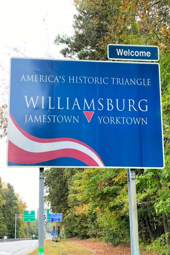 visit-to-williamsburg-my-home-and-travels-welcome sign