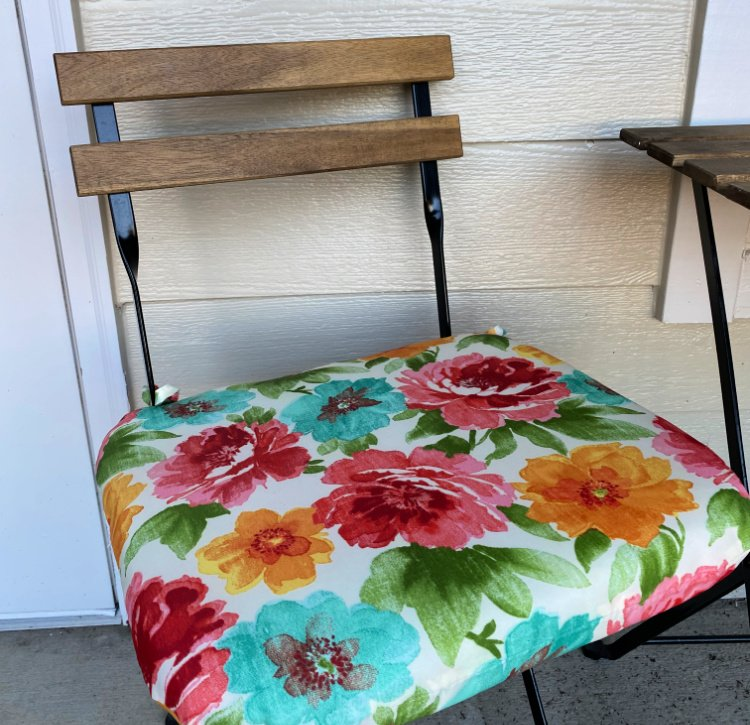 saturday-snapshots-chair-cushion-my-home-and-travel
