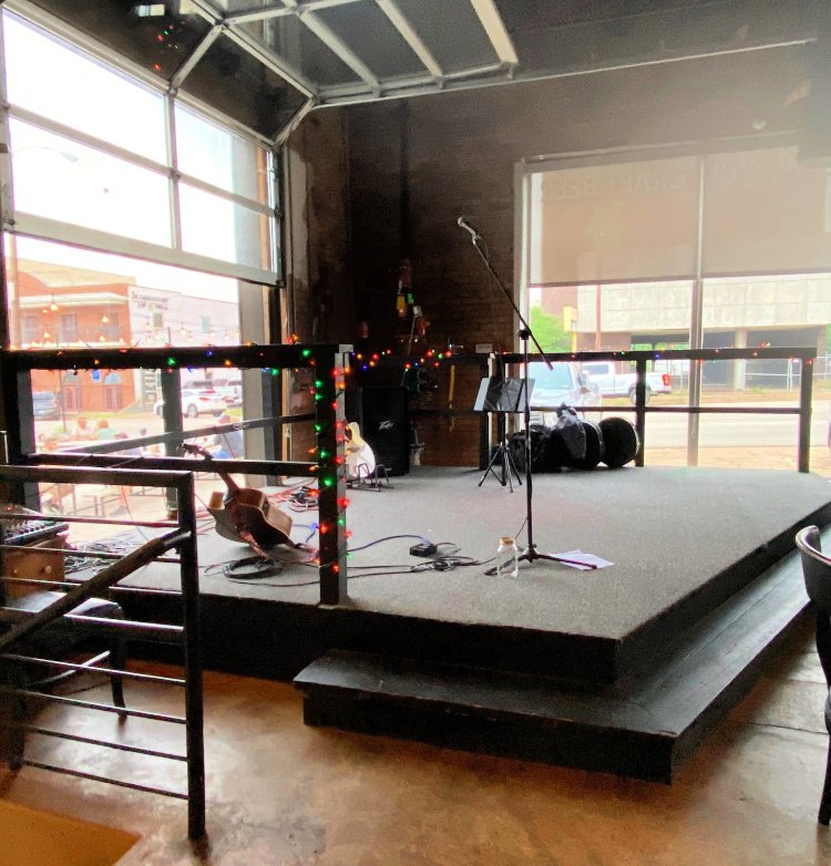 things-to-see-and-do-in-tyler-texas-my-home-and-travels- etx brewery music stage