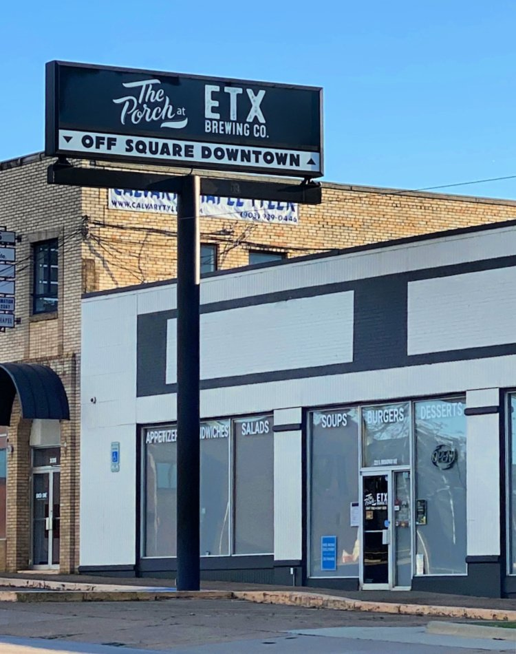things-to-see-and-do-in-tyler-texas-my-home-and-travels- etx brewery off the square sign