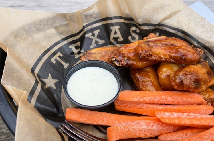 things-to-see-and-do-in-tyler-texas-my-home-and-travels- etx brewery smoked wings