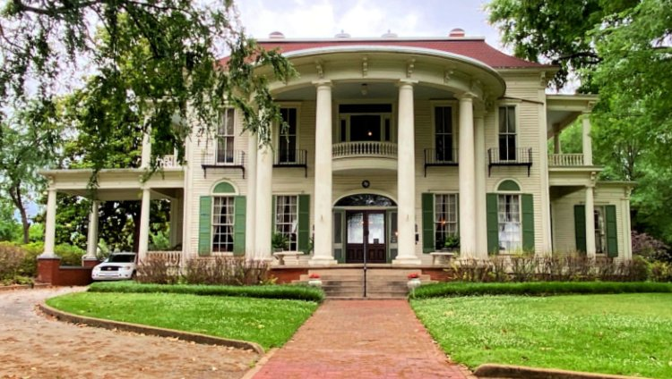 things-to-see-and-do-in-tyler-texas-my-home-and-travels-goodman-legrand-museum-home entry from street