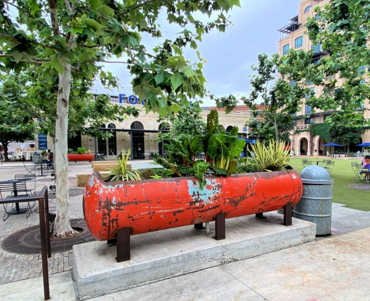 city-sightseeing-tour-san-antonio-my-home-and-travels- the pearl outside