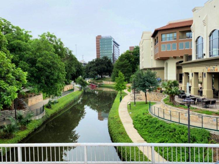 city-sightseeing-tour-san-antonio-my-home-and-travels- the riverwalk views