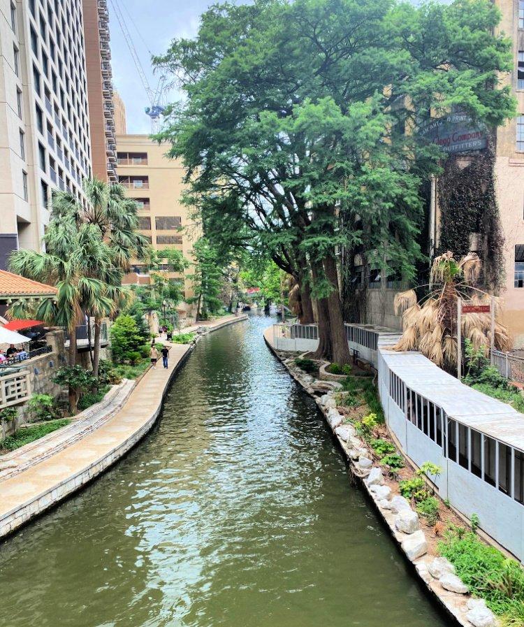 city-sightseeing-tour-san-antonio-my-home-and-travels- riverwalk view
