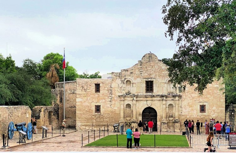 city-sightseeing-tour-san-antonio-my-home-and-travels- the alamo