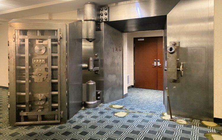 drury-plaza-hotel-downtown-pittsburgh-my-home-and-travels vault door