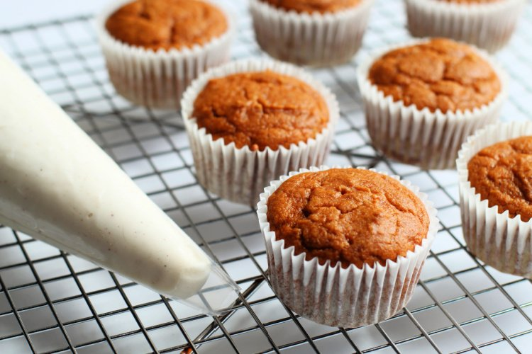 pumpkin cupcakes with cream cheese frosting my home and travels ready to frost